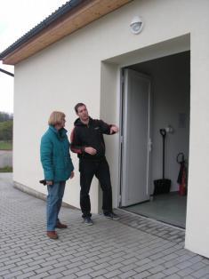 Dveře byly fakt otevřené zvenku ...