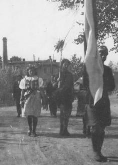 Čelo průvodu - prapor alipka 1946